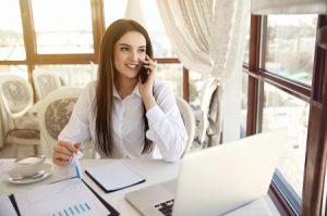 Appeler un service relation client par téléphone