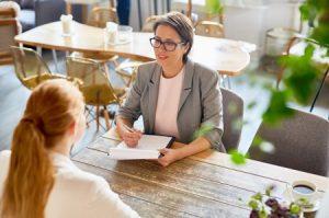 Entrer en communication avec un support client en agence